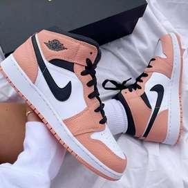 Botines Nike blanco con rosado talla 36 al 39