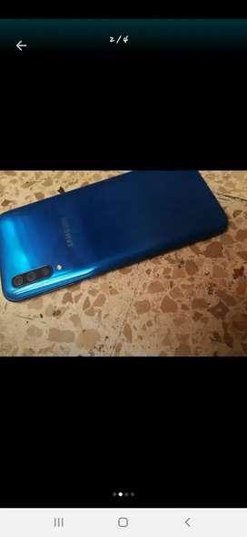 Vendo oh cambio teléfono Samsung A50 esta como nuevo