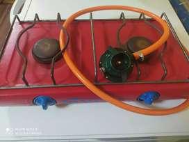 Vendo cocina + balón de gas+ válvula + manguera
