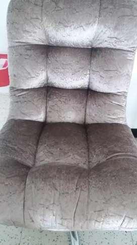 Escritorio y silla giratoria