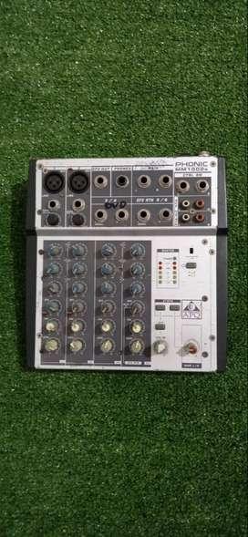 MEZCLADOR PHONIC MM1002s