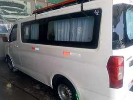 De ocasión vendo mi van turismo, en óptimas condición, motor 1500 muy económico, de 11 pasajeros.