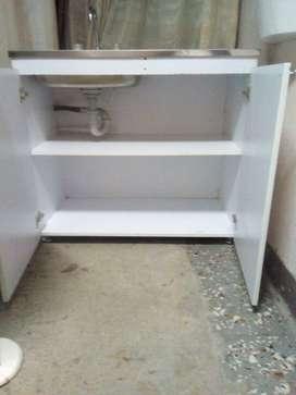 mueble en madera con lavaplatos empotrado. en madera.scribir por wsap. wsap