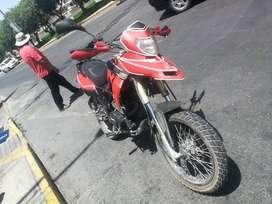 Moto estilo touring