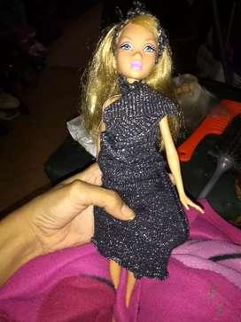Barbie de Mattel crece