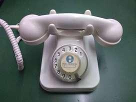 Teléfono antiguo marca Standard Electric