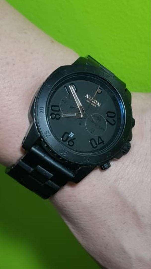 Vendo reloj Nixon negro!! 0