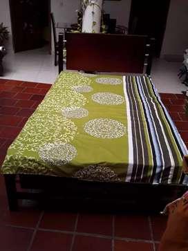Hermosa cama de 2 cuerpos.