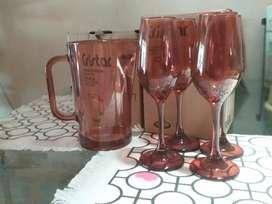 Vendo vajilla blanca semi cuadrada y vajilla corona, juegos de 4 copas con jarra ,juego de copas transparentes