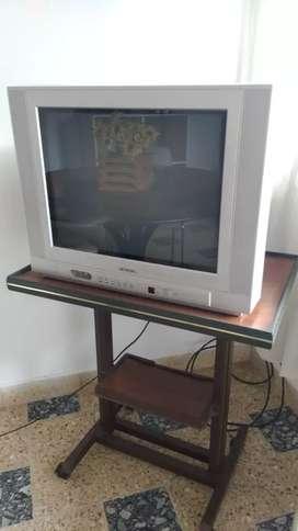 """Televisor Hitachi 21"""" con control remoto"""