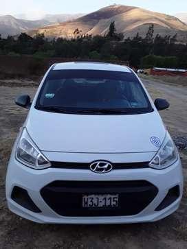 Se vende un auto Hyundai i10 blanco mecánico