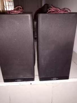Se venden bafles YOSHIDA tres vias tipo monitor