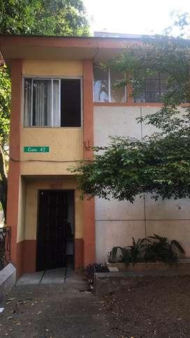 Casa en esquina Barrio San Joaquín 2 cuadras abajo de la 70 y 2 cuadras