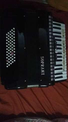 Acordión a piano como nuevo