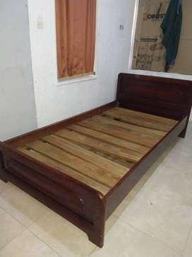 escucho ofertas vendo cama sencilla en perfecto estado
