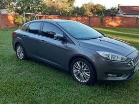 Ford Focus sedan (4p) SE Plus AT (caja automatica). Modelo 2016 y con 119.000 km.