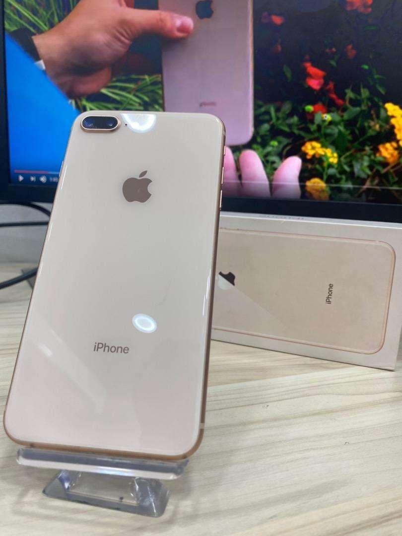 Iphone 8 plus 64gb dorado / rosado de exhibicion 0