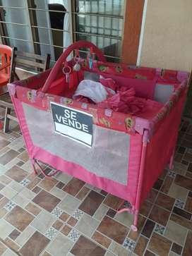 Corral para bebé, color rosado de segunda en buen estado