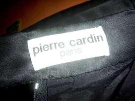 Pollera de Pierre Cardin, importada Talle 4446. una postura