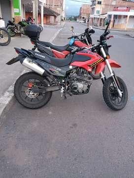 Vendo bonita moto thunder
