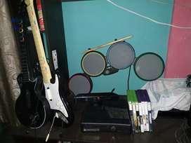 Xbox 360 más Kinect y accesorios rockband/guitarhero