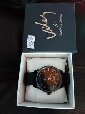 Hermoso reloj  marca velez