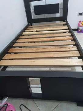 Se vende cama cuna ,con cama de tablas