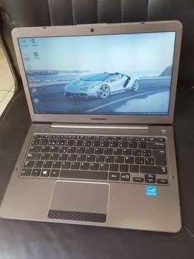 Samsung ULTRABOOK Serie 5, Core i3 , 500 gb disco, 4gb Ram, lindo