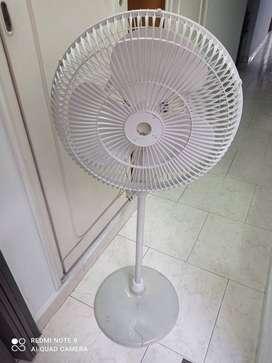 Se vende ventilador de pedestal