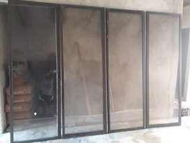 Puerta corrediza en aluminio NEGOCIABLE