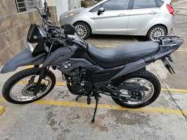 Moto Akt 125 TTR Modelo 2020 color negra