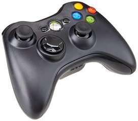 Se venden controles de Xbox 360 nuevos con fundas.