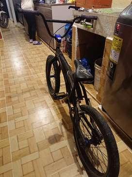 Bicicleta BMX Optimus con super ejes