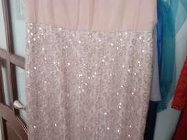 Se vende almacen de disfraces trajes vestidos de fiesta