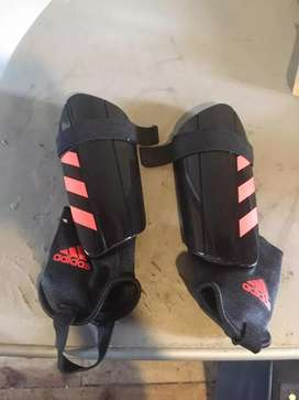 Vendo Canilleras Adidas Originales sin uso