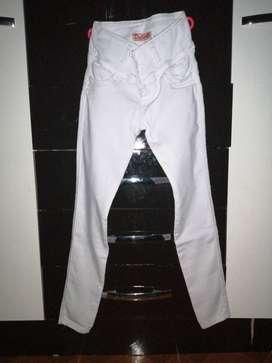 Pantalón blanco (nuevo)