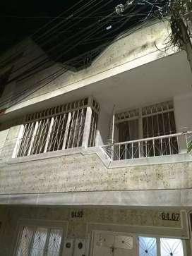 Apartamento en excelentes condiones, de dos pisos, 4 habitaciones