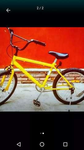 Bicicleta BMX amarilla