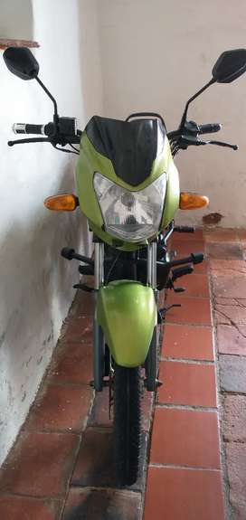 Se vende moto TVS 100 spot