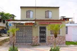 Casa esquinera con local comercial