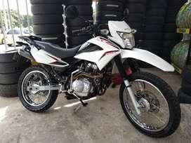 Vendo moto XR150L, modelo 2015. Al día.