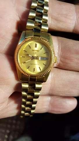 Vendo  cambio  bonito  reloj  SEIK0 automatico