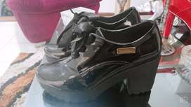 Vendo botines negros