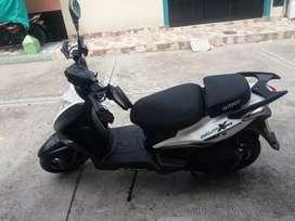 Se vende moto agility extreme en muy buen estado color blanco .