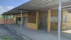 CASA ESQUINERA CON LOCALES COMERCIALES, MACHALA