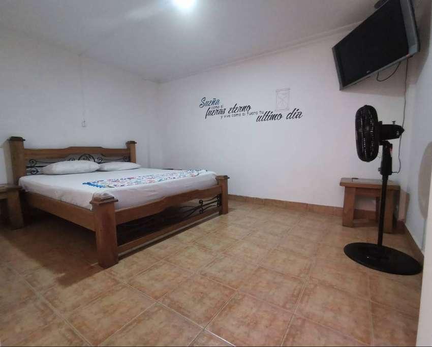 Alquiler de habitaciones con baño privado, a dos cuadras de unicentro, ambiente no familiar. cama extragrande 160 0