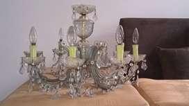 Vendo 2 lámparas para personas apasionadas por las antigüedades, hacerles retoques en realidad son reliquias.