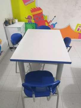 Mesa multifuncional con sus 4 sillas