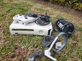 Xbox 360 Árcade, de fabrica, un control, diadema, cable carga y juega.