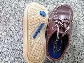 Vendo zapatos colegiales croydon talla 27